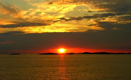 cap-nord-le-soleil-ne-se-couche-jamais-en-juin-juillet-1b7e3429-ada0-4e89-821a-38f922d641de.jpg
